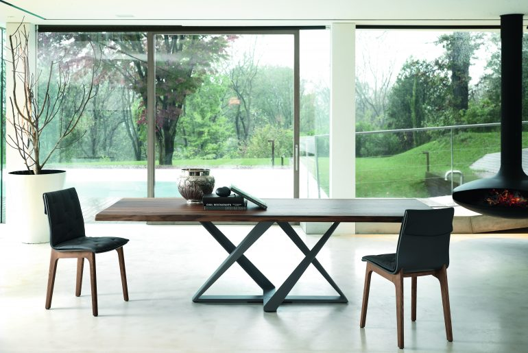 Cross-legged table: an artistic touch for the living room