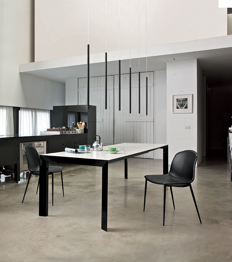 Table and chairs for a modern kitchen