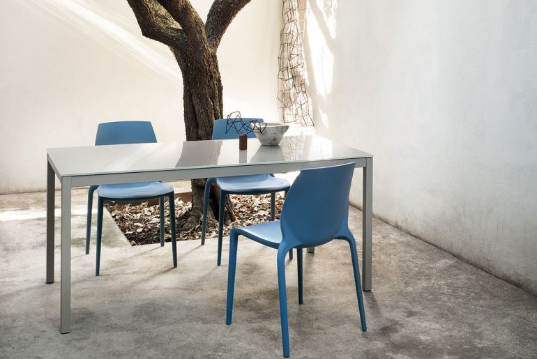 Table's size for outdoors: here are some suggestions by type and shape