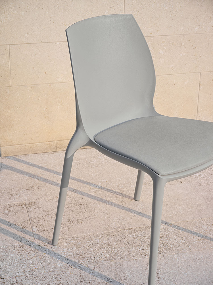 Chaise empilable Hidra