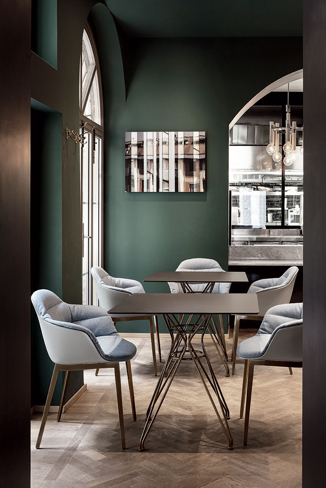 how to furnish a restaurant